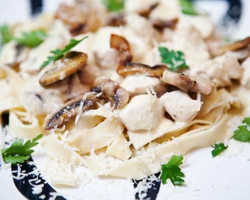 Фетучини с грибами из солнечной италии. рецепты пасты фетучини с грибами в сливочном соусе, с курицей, брокколи, ветчиной и овощами