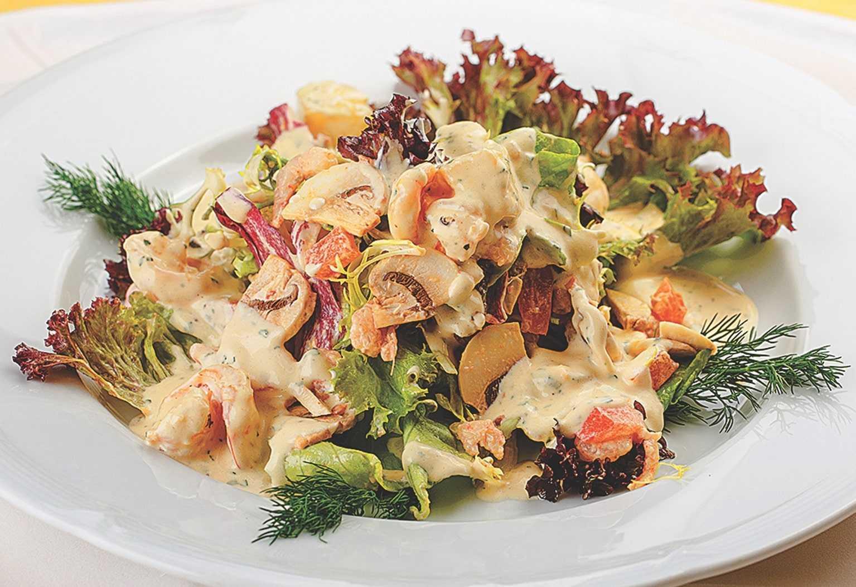 20 вкусных салатов с креветками, которые украсят любой стол