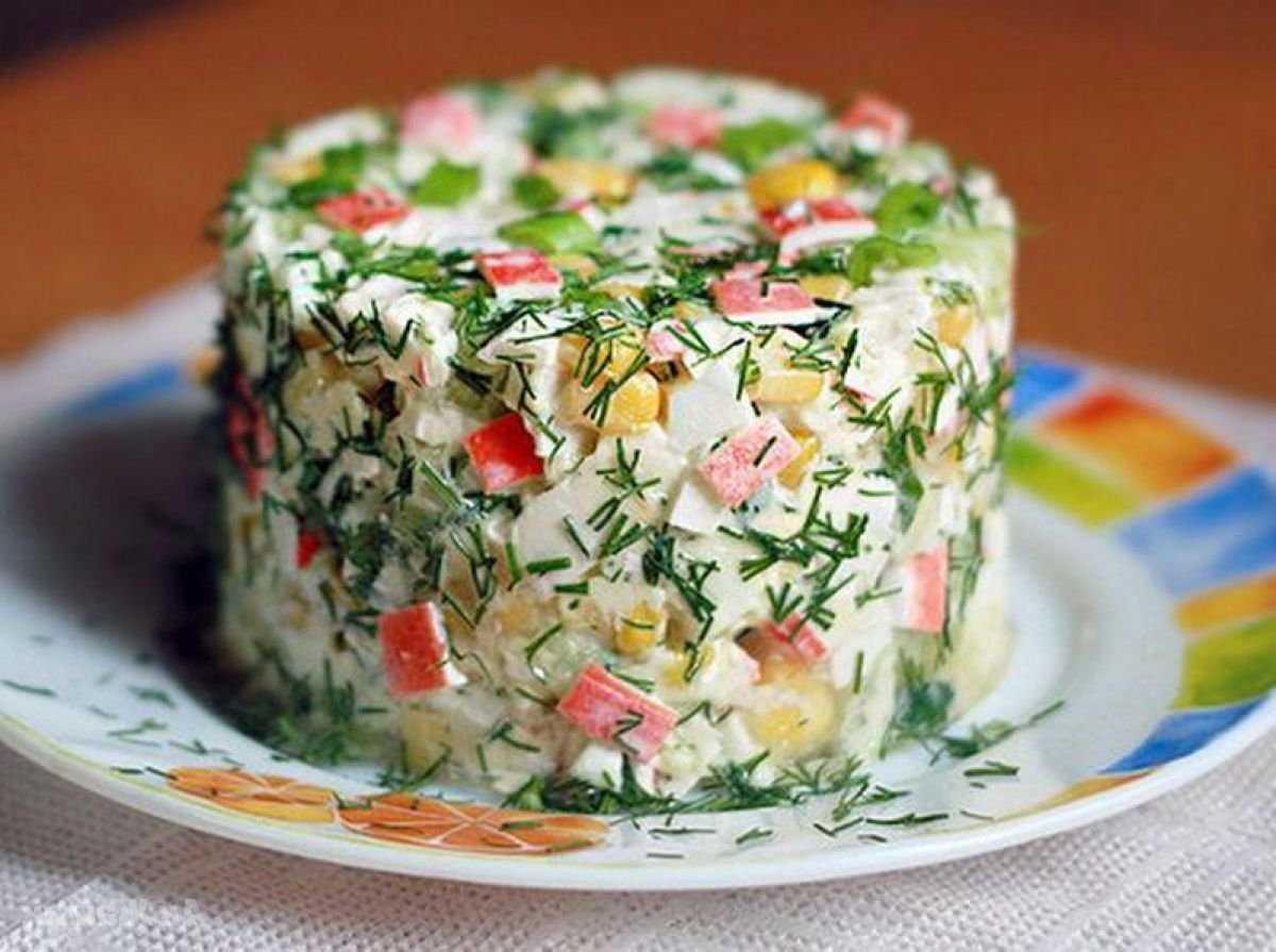 Крабовый салат классический с огурцом рецепт с фото пошагово - 1000.menu
