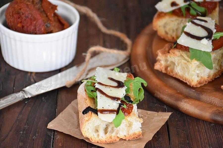 Брускетта с авокадо – приготовление итальянских бутербродов с различными составляющими. Рецепты с морепродуктами, овощами, сыром и яйцом пушат.
