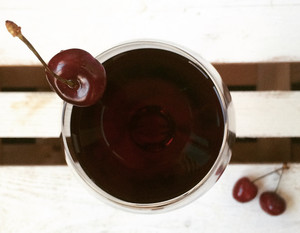 Вишневое вино из ягод - рецепты с косточками и без них