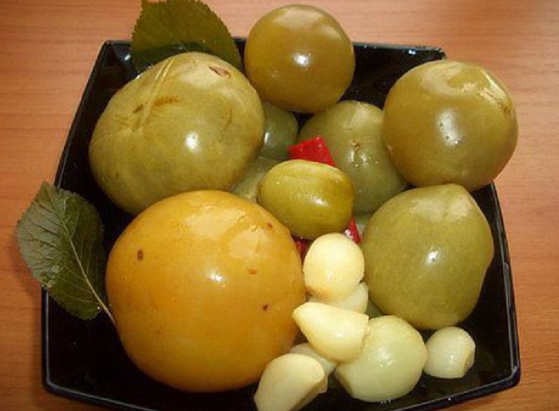 Больше не нужно искать! 7 супер-рецептов малосольных помидоров уже у вас