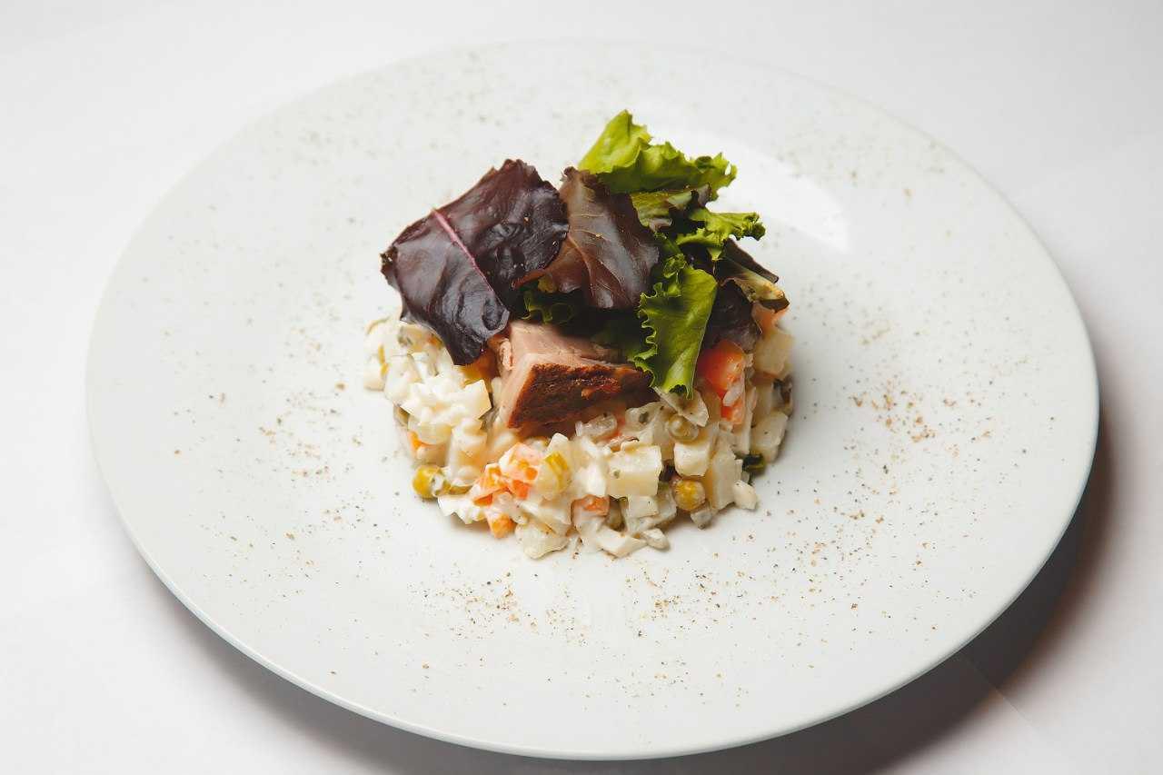 Салат с картошкой колбасой и огурцом рецепт с фото пошагово - 1000.menu