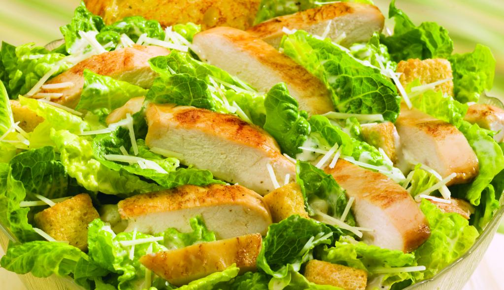 Салат цезарь с курицей и сухариками в домашних условиях: классические рецепты