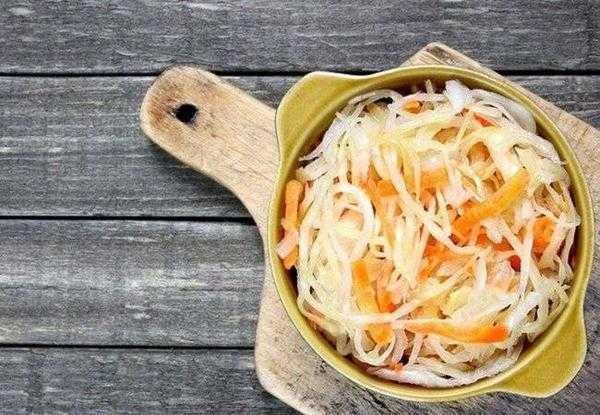 Хрустящая капуста в рассоле на зиму: 5 вкусных рецептов