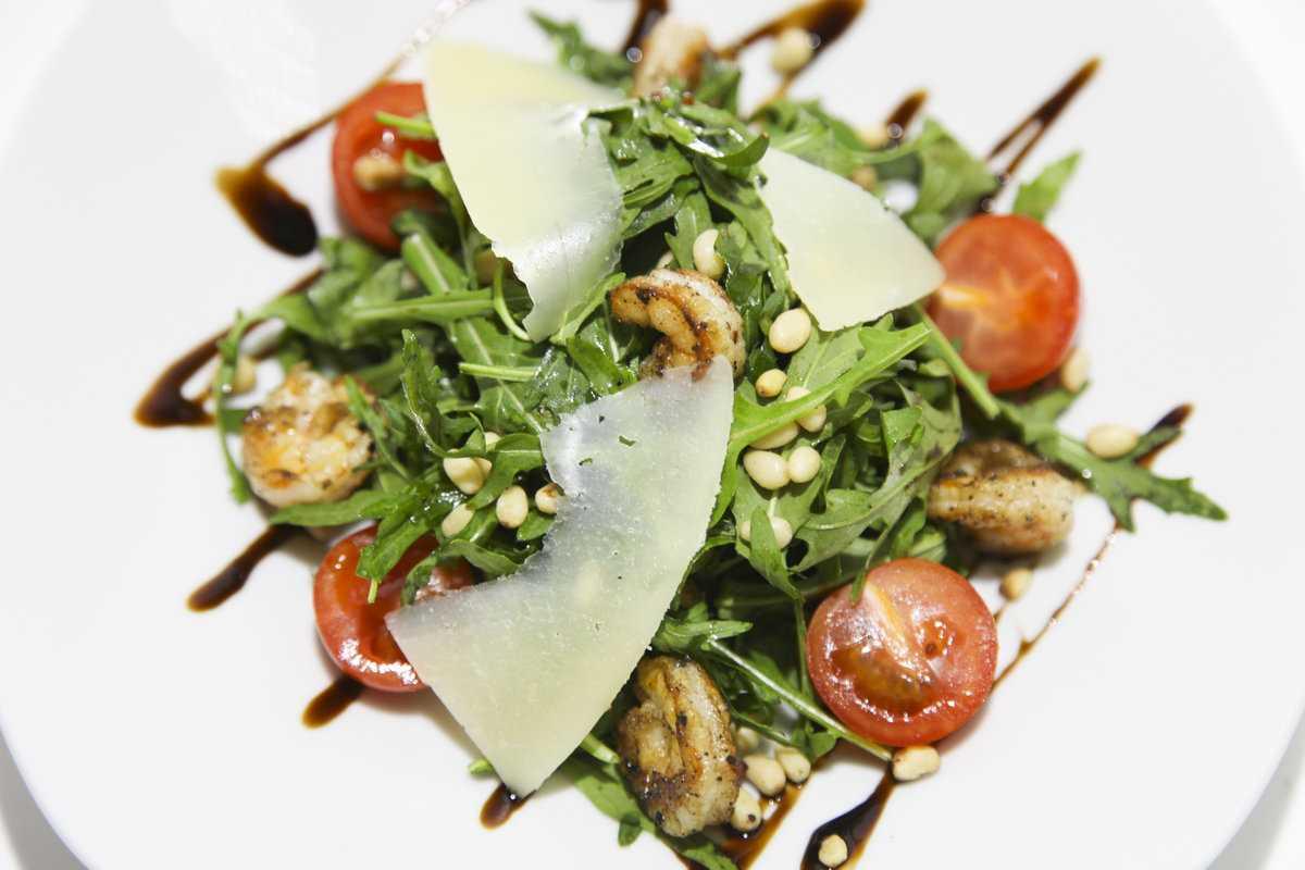 Салат с адыгейским сыром и помидорами - 6 пошаговых фото в рецепте