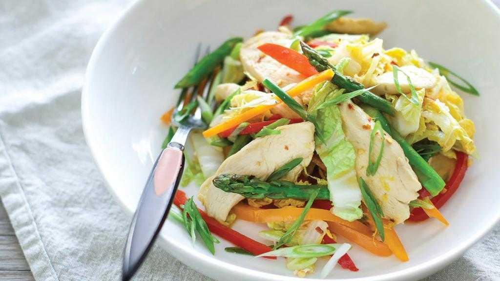 Салат с пекинской капустой и авокадо: очень вкусные рецепты с китайским овощем, а также огурцом, курицей, другими ингредиентами; фото вариантов сервировки русский фермер