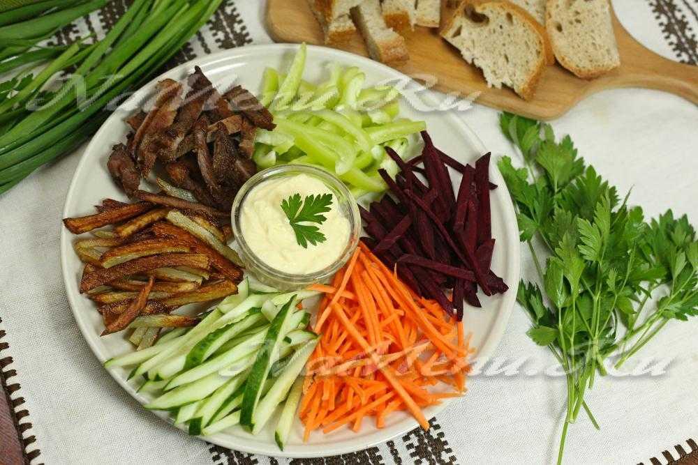 Салат с говядиной и овощами «чафан»