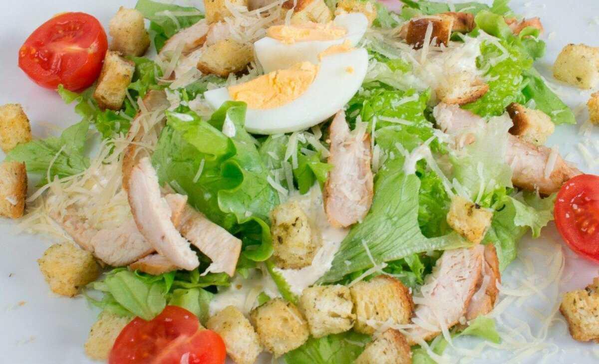 Пп салат цезарь с курицей рецепт с фото пошагово - 1000.menu