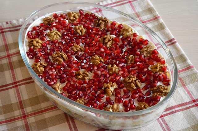 Салат с гранатом и грецким орехом – 3 рецепта