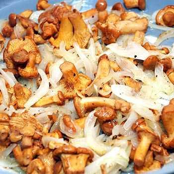 Грибы лисички жареные – как приготовить: лучшие рецепты. как пожарить лисички на сковороде с картошкой, луком, морковью, сметаной, сырые, замороженные, вареные, консервированные: рецепты, секреты приготовления жареных грибов