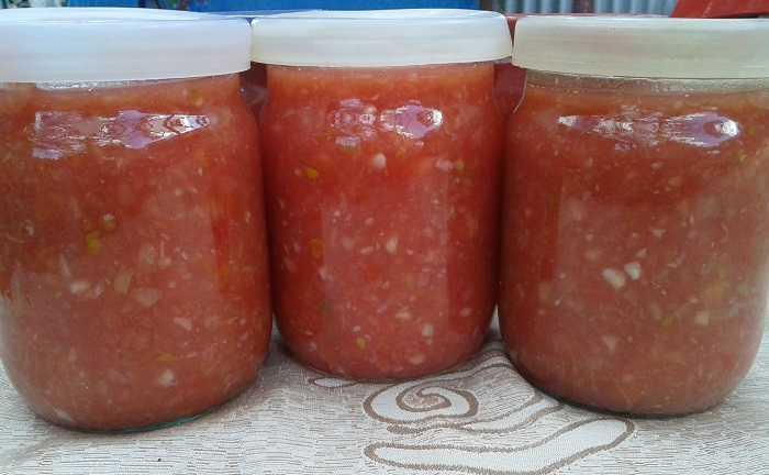 Аджика из помидор и чеснока на зиму с варкой и без варки