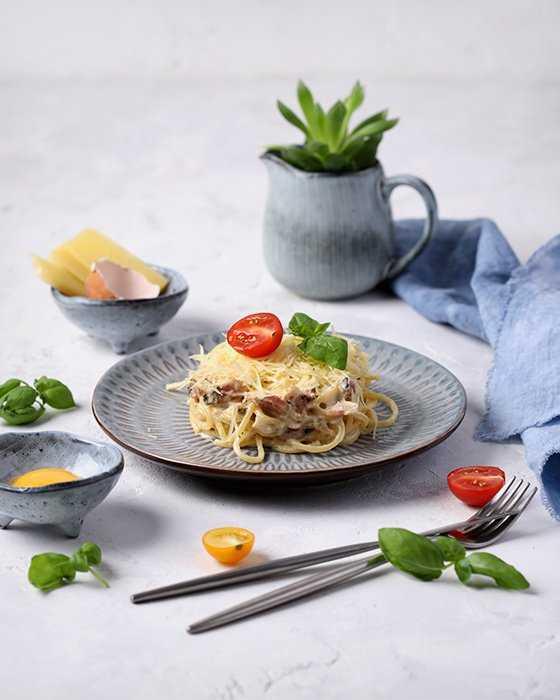 Карбонара с беконом и сливками – отличная идея для сытного ужина. рецепты карбонары с беконом и сливками от итальянских гурме
