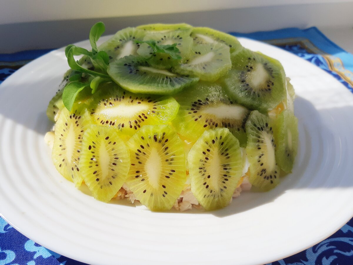 Салат с киви и курицей и сыром - ну очень вкусный: рецепт с фото и видео