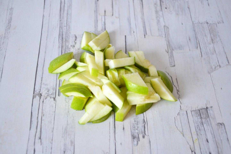 Салат с сельдереем курицей яблоком рецепт с фото пошагово - 1000.menu