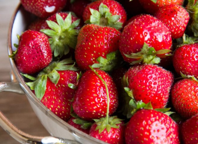Густое варенье из клубники на зиму: рецепт с целыми ягодами