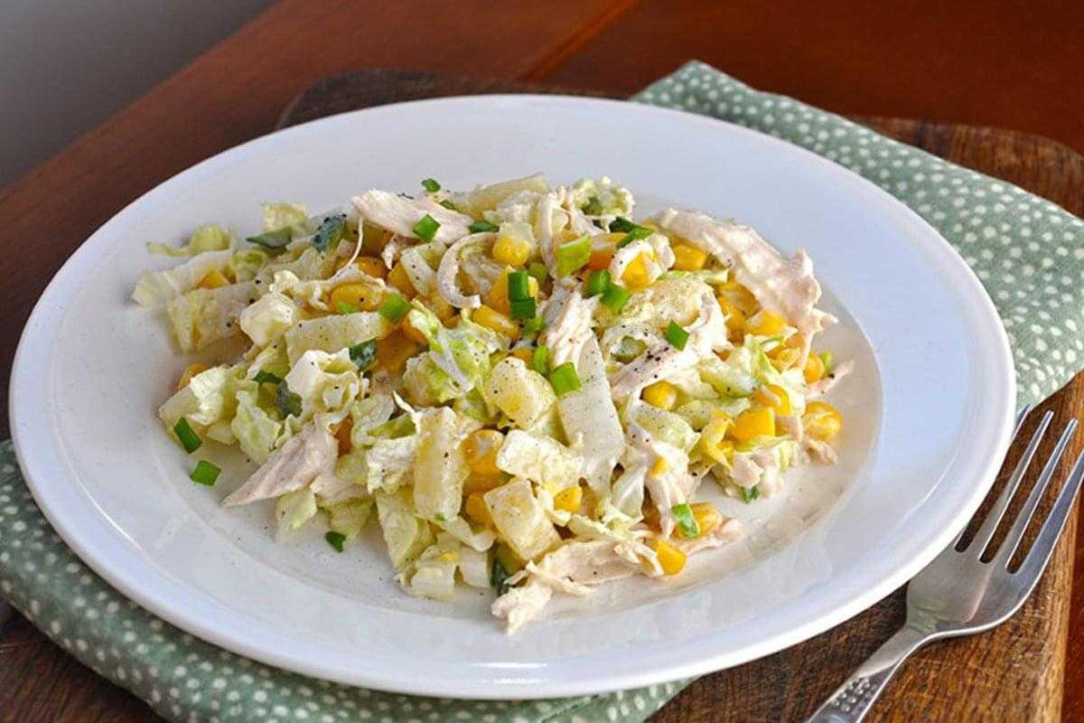 Салат из пекинской капусты с курицей: рецепты с фото пошагово