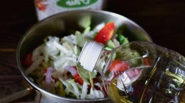 Салат «охотничий» на зиму - рецепт классический, с огурцами, капустой, помидорами