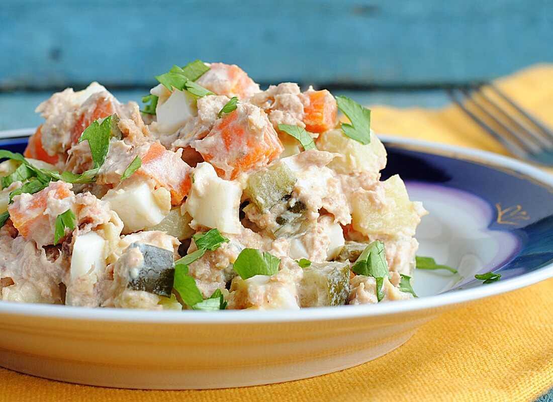 Салаты из рыбных консервов (4) очень вкусных рецепта