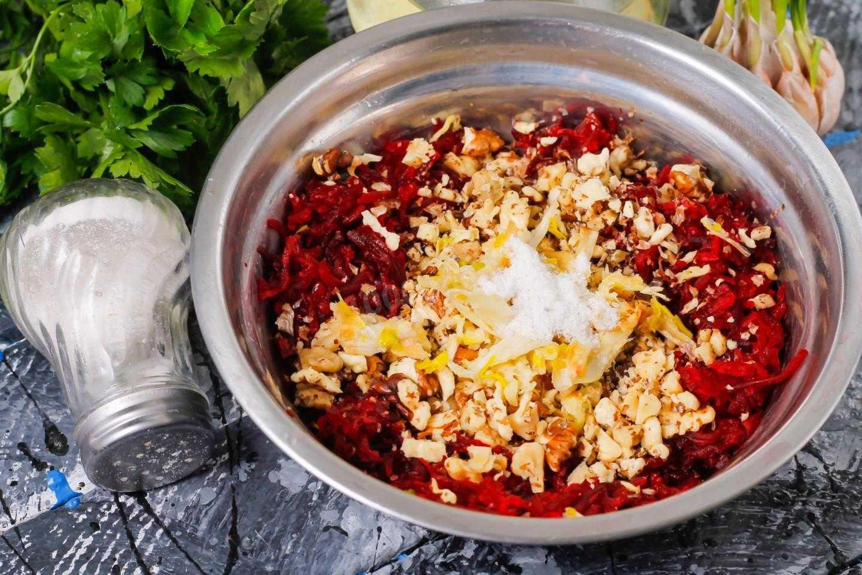 Салат с сельдереем и яблоком и курицей - сытная и витаминная закуска для летнего меню: рецепт с фото и видео