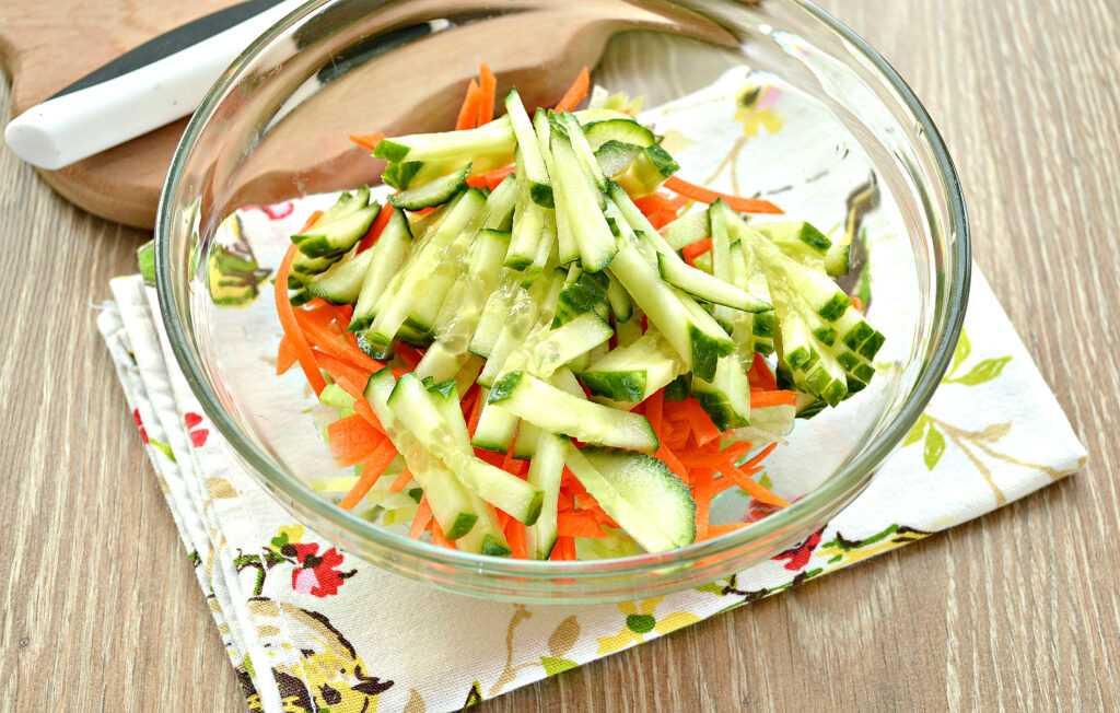 Салат из зеленой редьки с морковкой и смесью перцев рецепт с фото пошагово - 1000.menu