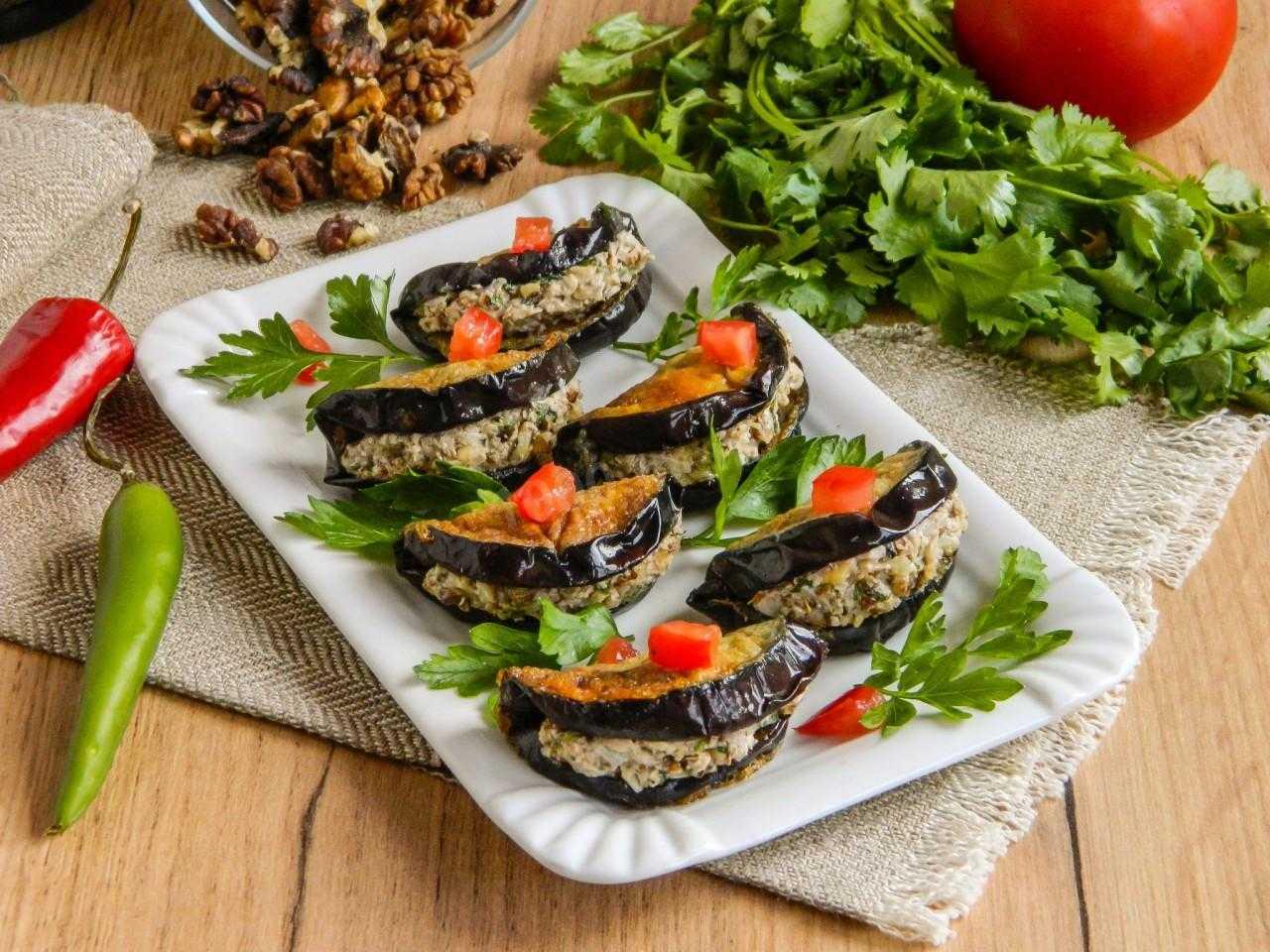Салат из баклажанов и лука: 7 простых рецептов
