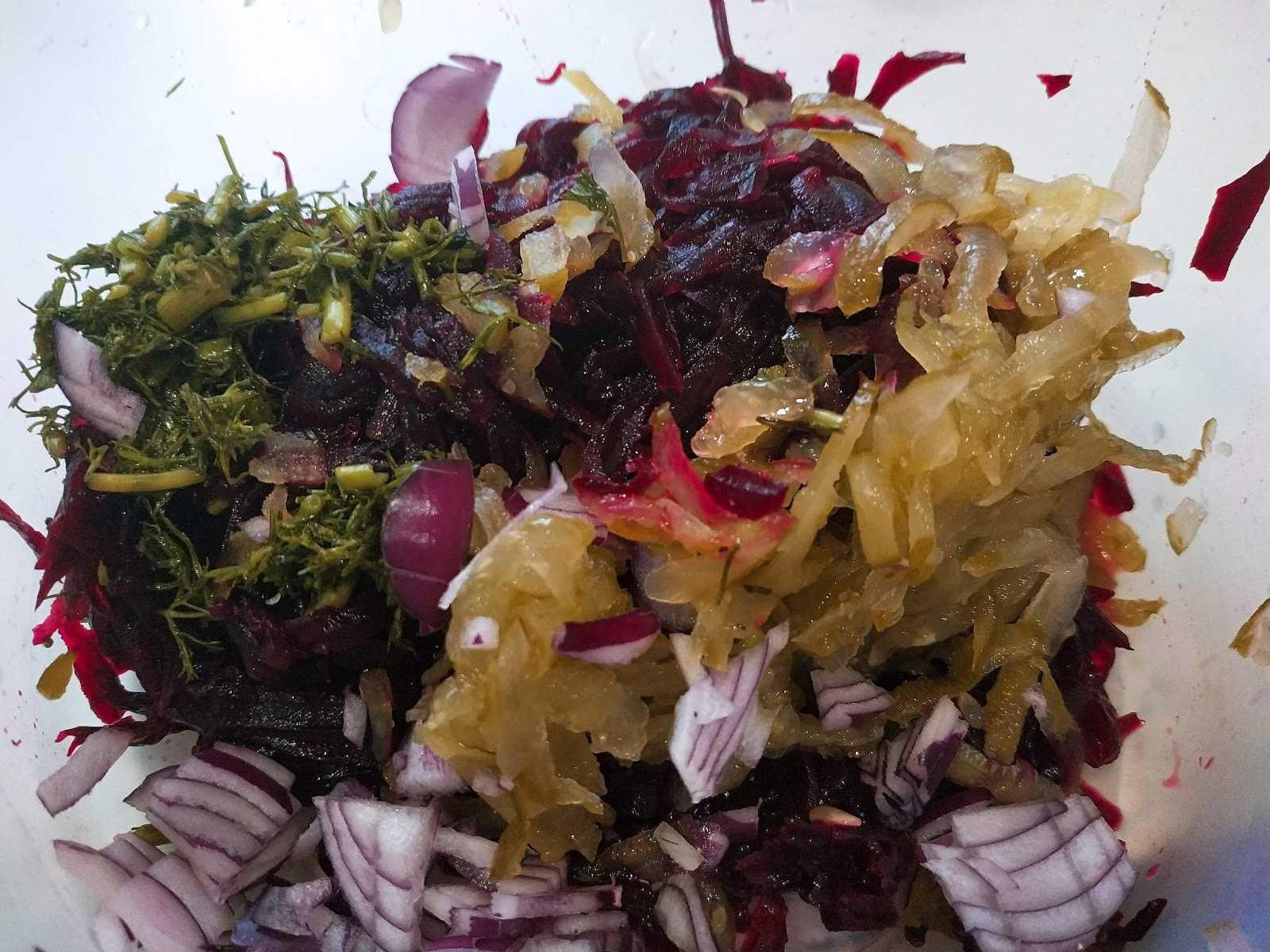 Салат из свеклы и соленых огурцов – полезный, быстро готовится, не дорогой: рецепт с фото и видео