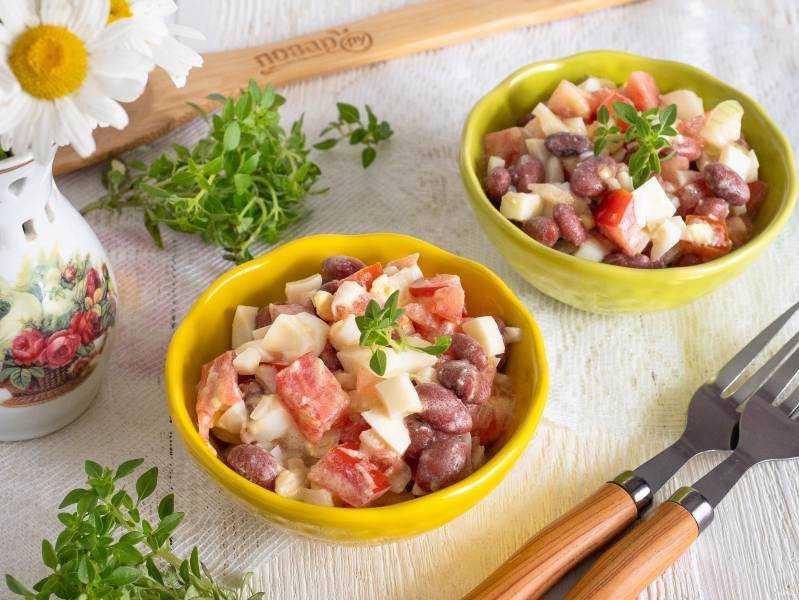 Салат с фасолью, помидорами и сухариками. рецепт с копченой колбасой, 12 фото | народные знания от кравченко анатолия