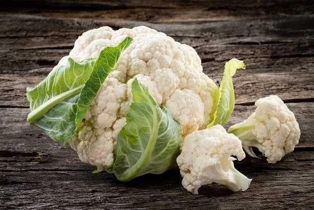 Вкусная и хрустящая маринованная цветная капуста на зиму: 7 быстрых рецептов