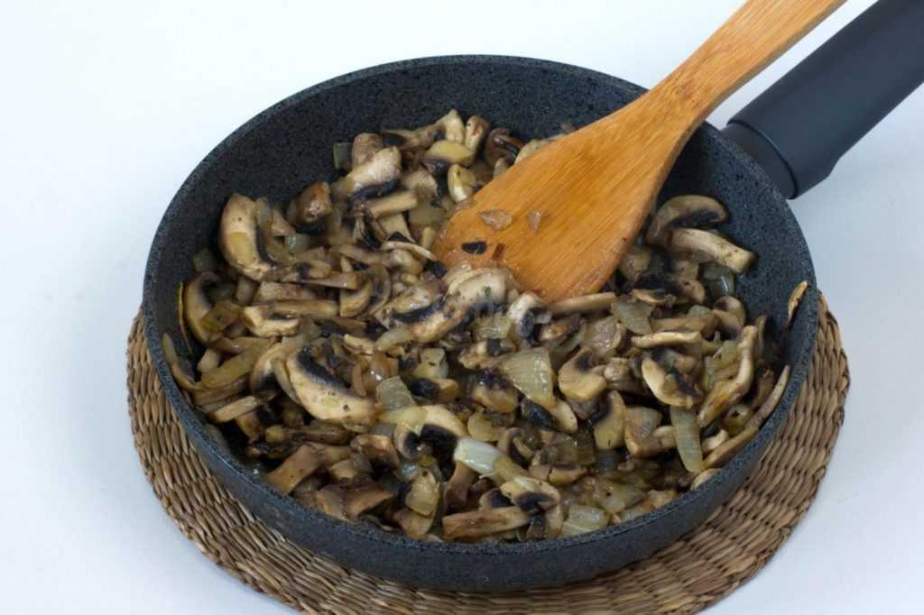 Грибы в сливочном соусе – 7 рецептов