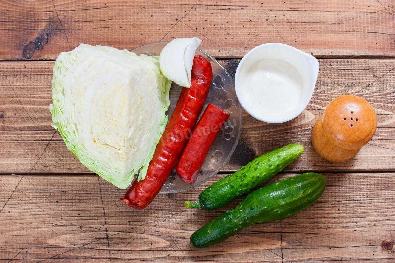Салат с вареной колбасой, сыром и огурцом рецепт с фото пошагово - 1000.menu