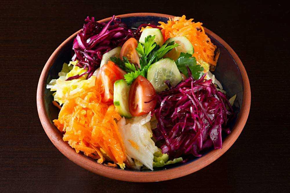 Салат арбузная долька с курицей и грибами
