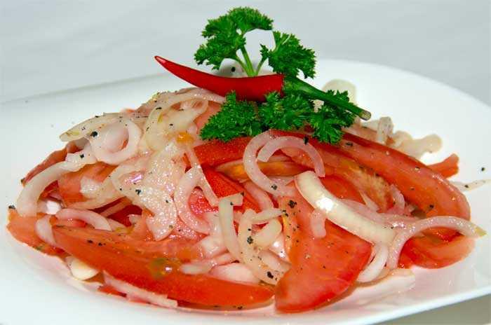 Традиционный узбекский салат к плову ачик чучук