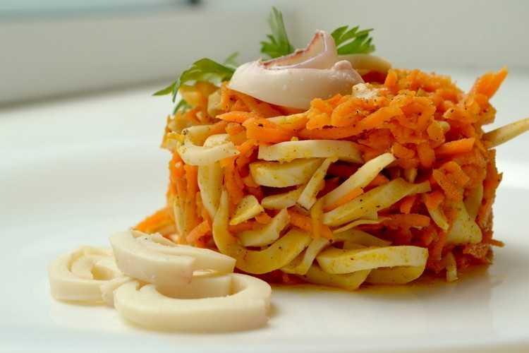 Салат с кальмарами - деликатесное и дорогое блюдо: рецепт с фото и видео