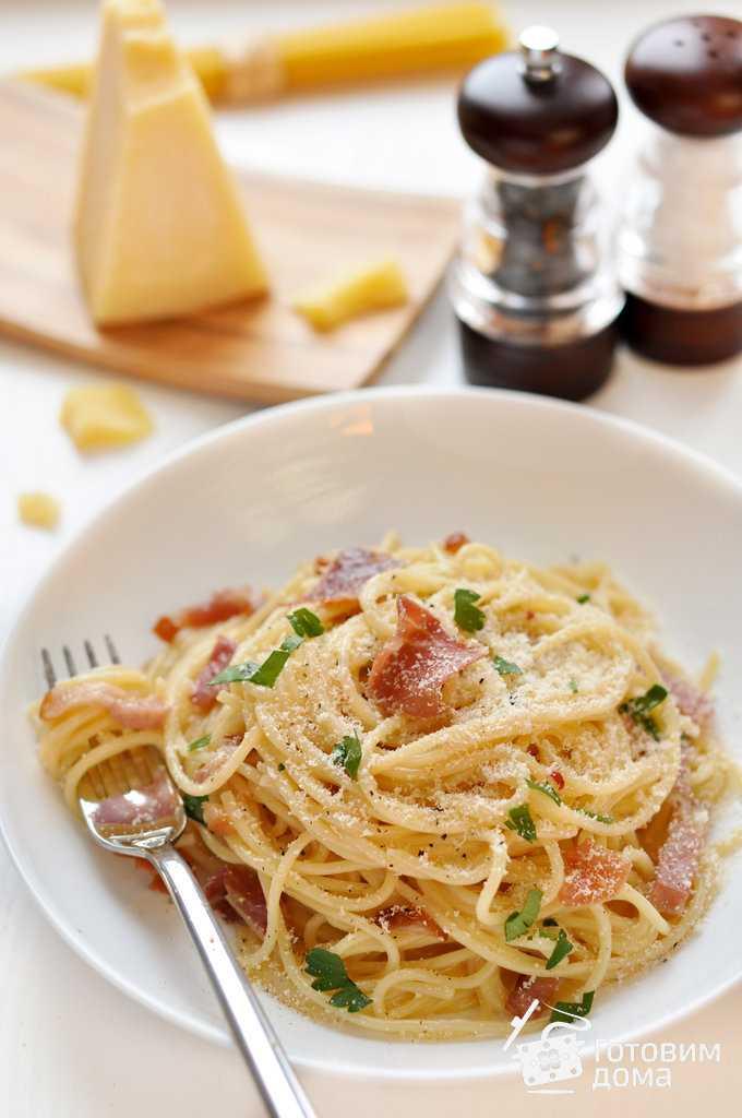 Спагетти карбонара с луком, беконом, сыром и сливками рецепт с фото пошагово - 1000.menu