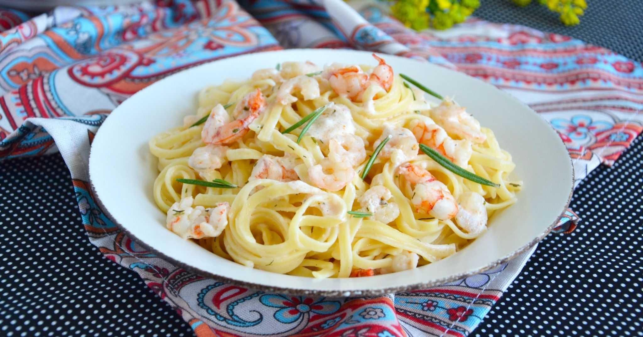 Салат с креветками и кукурузой – рецепты с кальмарами, помидорами, яйцом и ананасом