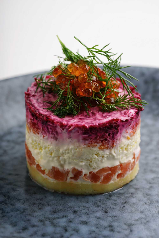 Как приготовить салат семга под шубой с авокадо и зеленым луком: поиск по ингредиентам, советы, отзывы, пошаговые фото, подсчет калорий, изменение порций, похожие рецепты