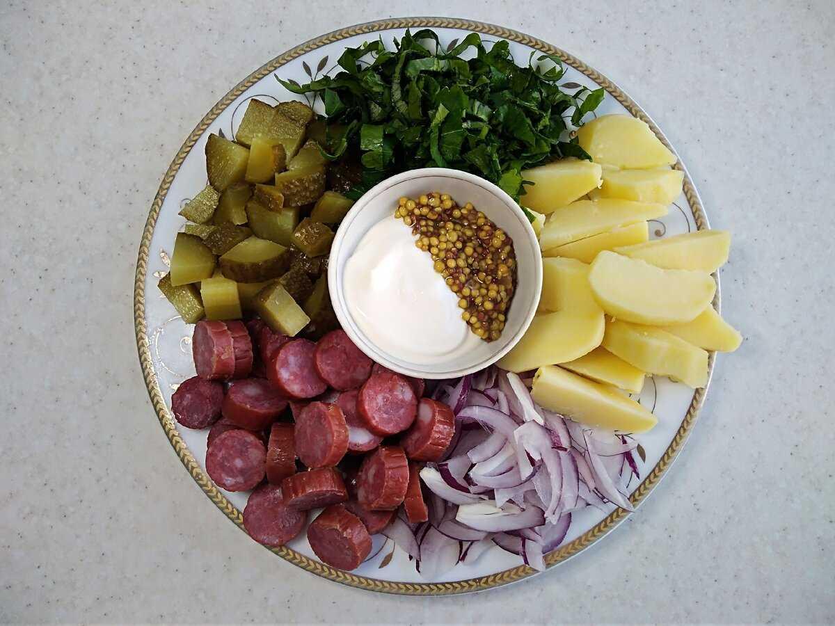 Салаты с копченой колбасой и огурцом — простые и вкусные рецепты