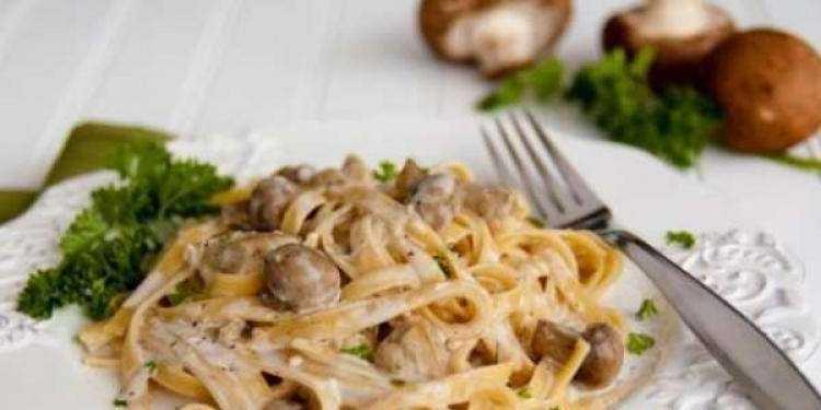 Фетучини с белыми грибами: рецепты с курицей, беконом, в сливочном соусе