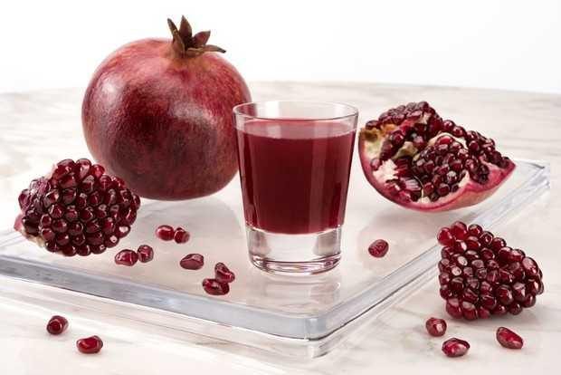 Гранатовый сок: какие вещества содержатся в составе напитка, за какие свойства его особенно ценят, при каких заболеваниях свежий сок граната приносит большую пользу.