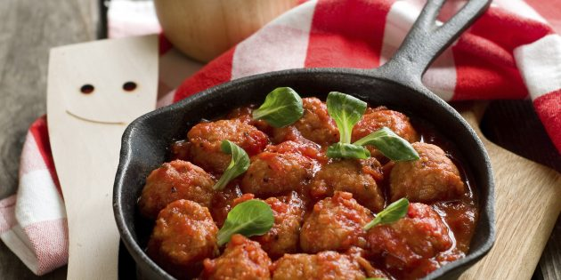 Томатная паста на зиму в домашних условиях через мясорубку, простой рецепт домашней томатной пасты с яблоками, базиликом, чесноком или перцем