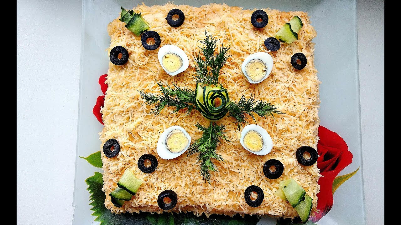 Салат с крекерами рыбками