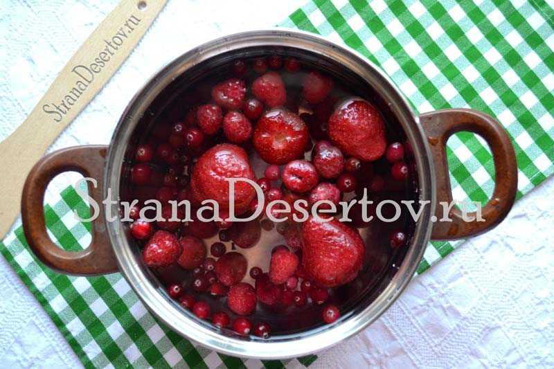 Компот из ягод: как варить на каждый день по простому рецепту
