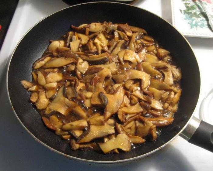 Как пожарить маслята на сковороде. жарим маслята на сковороде. в статье рассказывается о том, как можно пожарить маслята на сковороде разными способами.