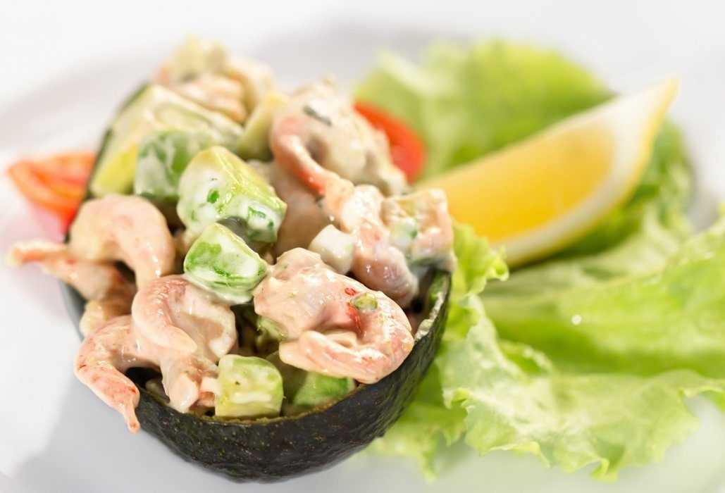 Салат с авокадо и креветками: топ 3 пошаговых фото-рецепта
