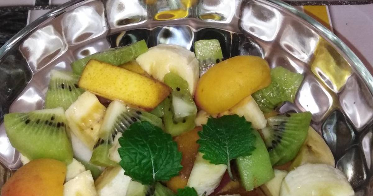 Фруктовый салат бананы апельсины яблоки груши
