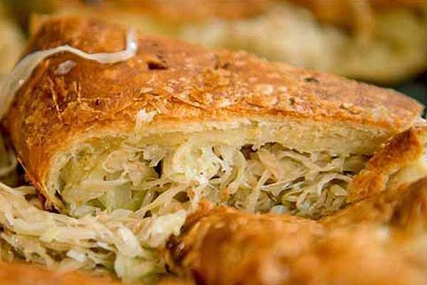 Пирог с курицей и сыром из дрожжевого теста в духовке - 15 пошаговых фото в рецепте