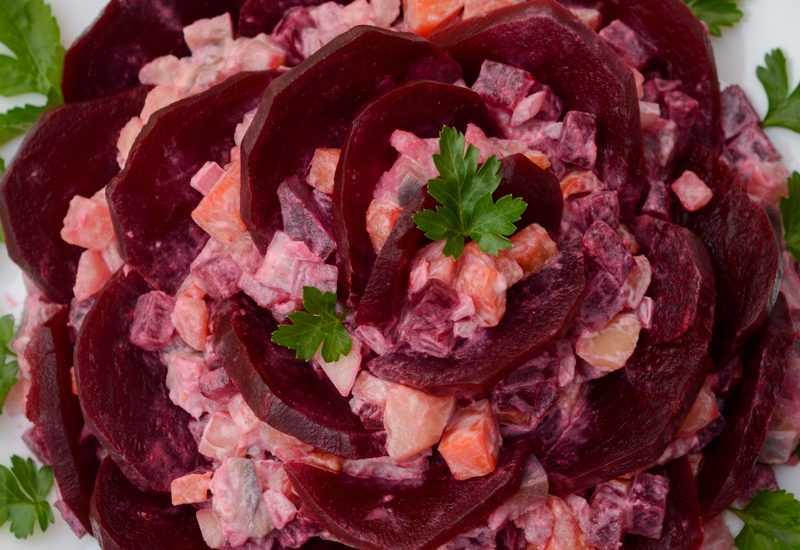 Из описания вы узнаете, как лучше всего приготовить блюдо Салат овощной с запеченной свеклой  пошаговые фото, комментарии, советы, похожие салаты, порядок приготовления, состав