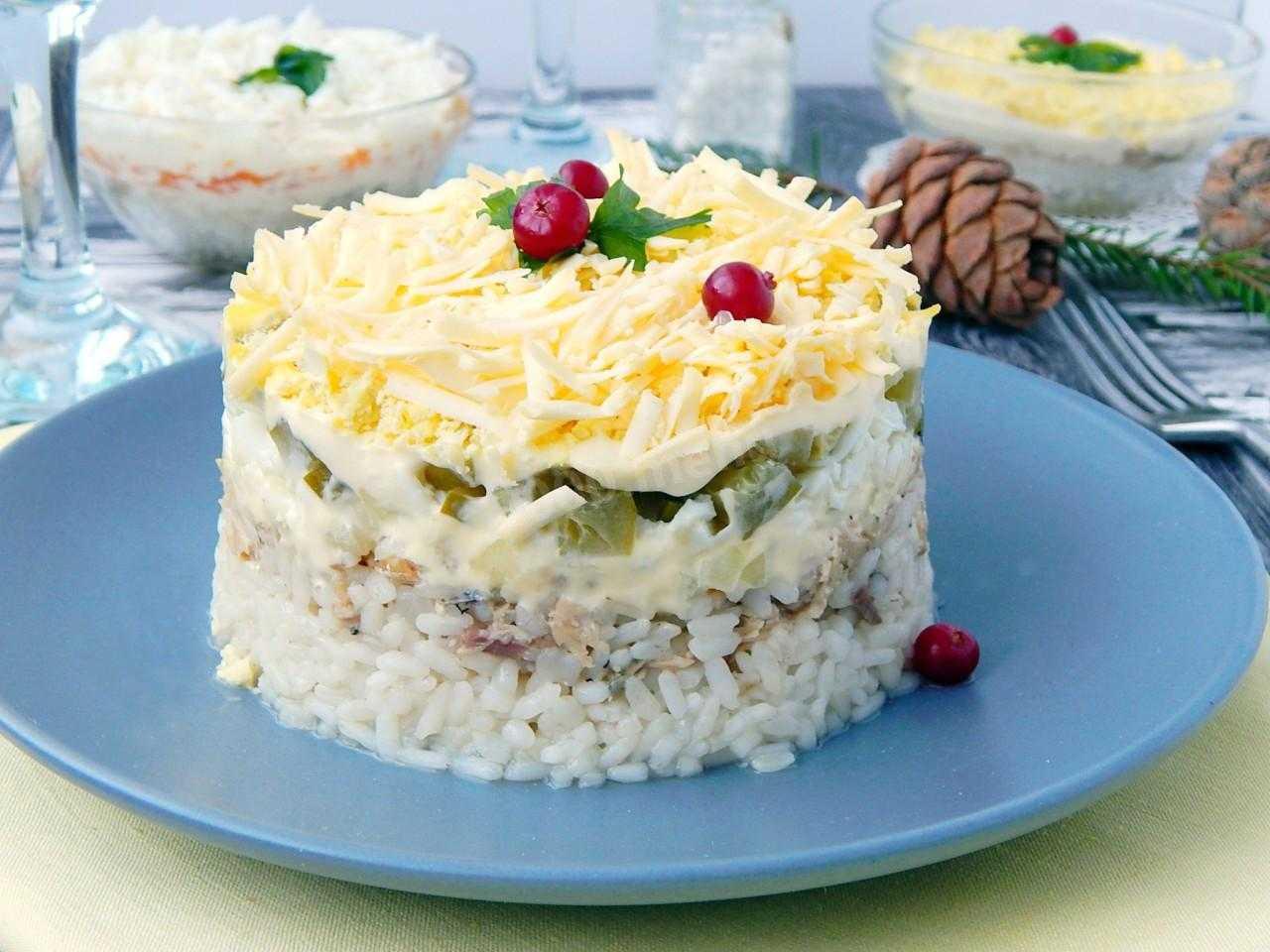 Салат с рыбной консервой и яйцом рецепт с фото пошагово - 1000.menu