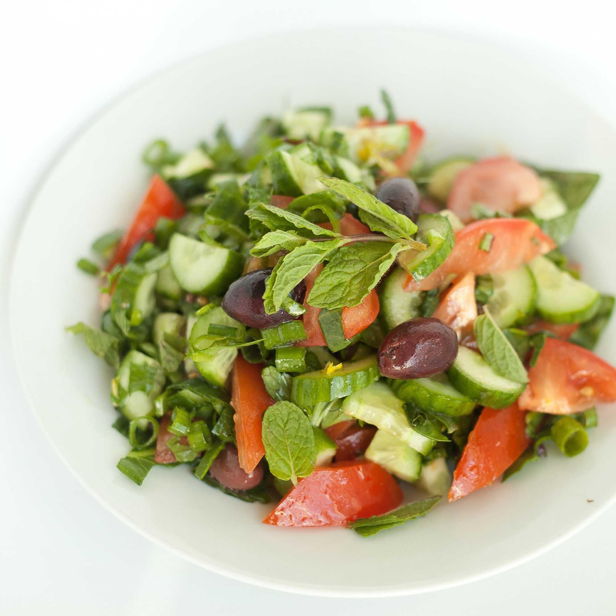 Салат из шпината без яиц со шпиком голландский
